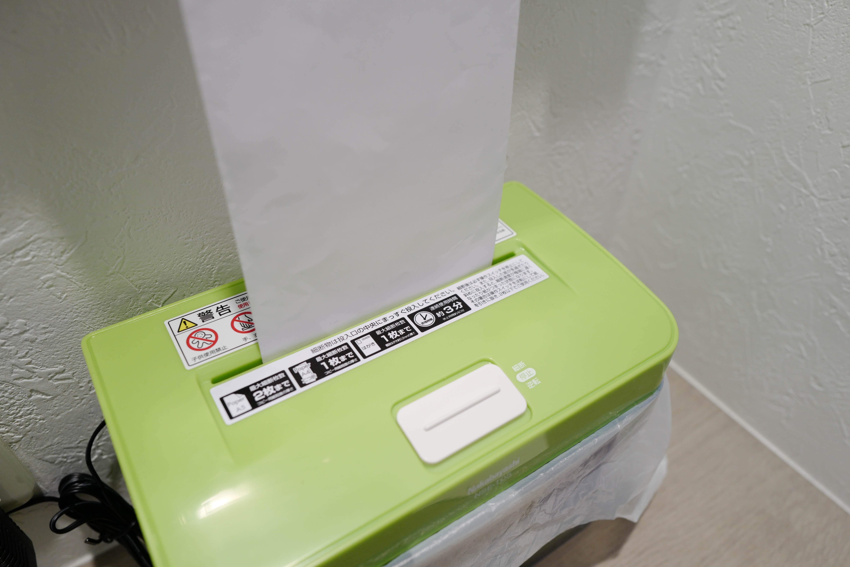 ナカバヤシ ファインカット NSE-T05G (グリーン)  封筒を細断してみる
