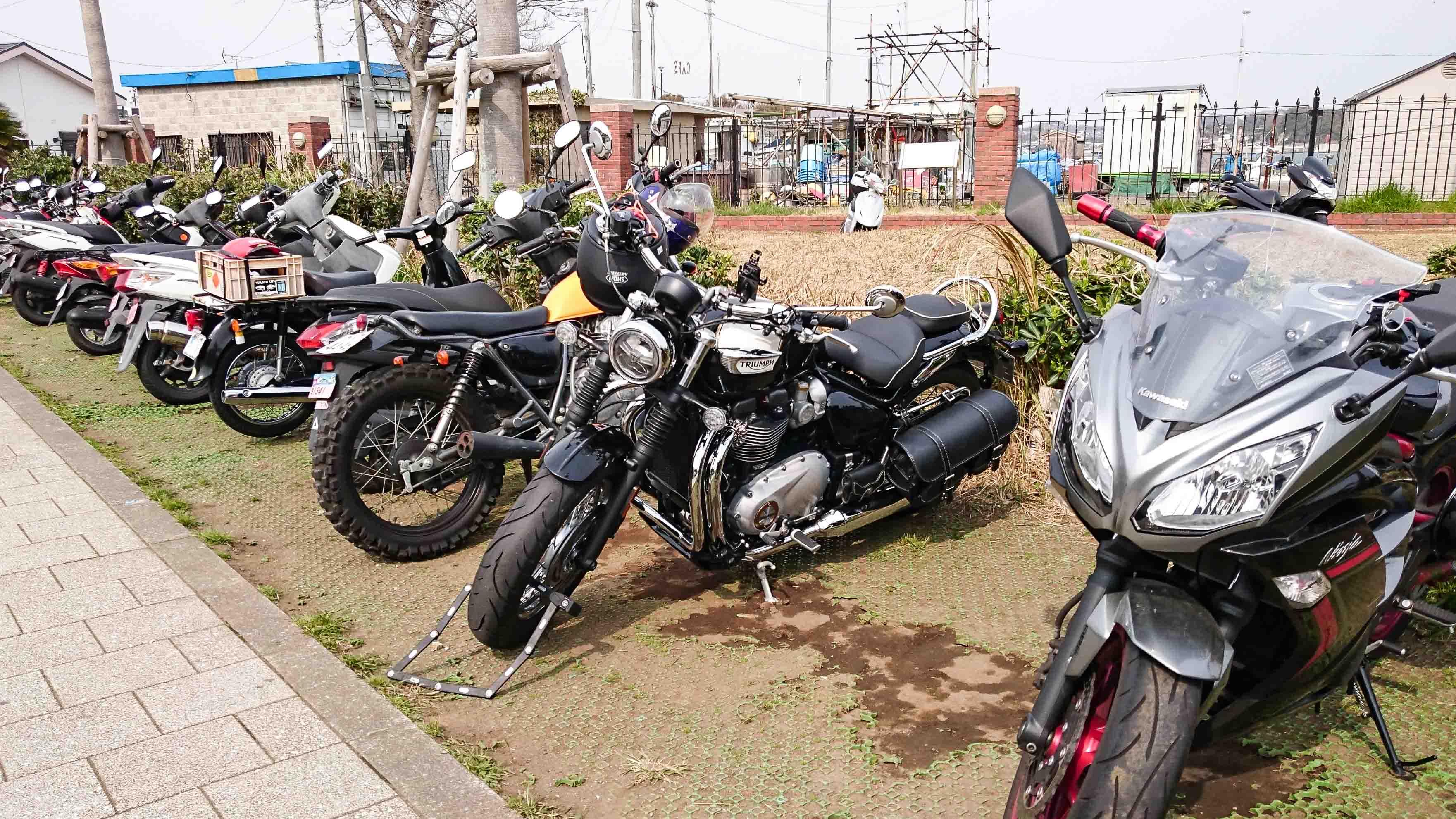【無料だけど・・・】江ノ島の無料バイク駐輪場に行ってみた!【江の島 西緑地駐輪スペース】