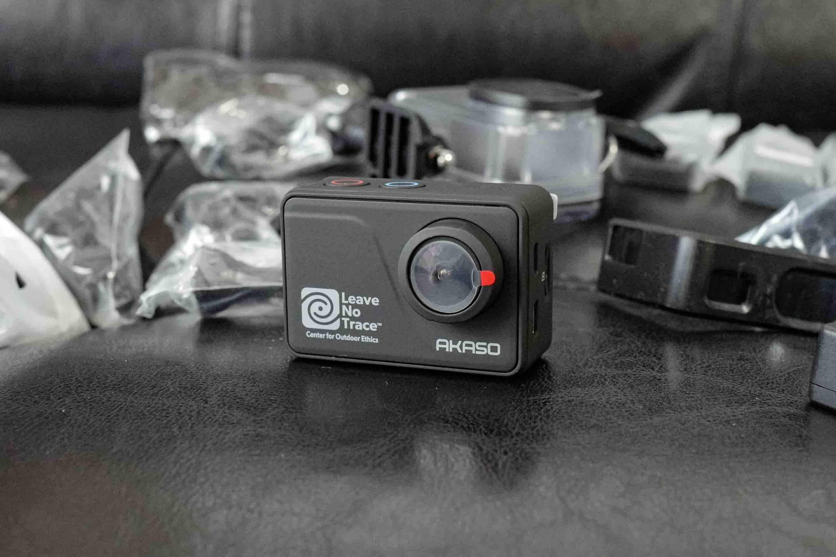 【モトブログ始めるならこのアクションカメラがおすすめ!】AKASO V50 Pro SEの外観と付属品詳細写真!