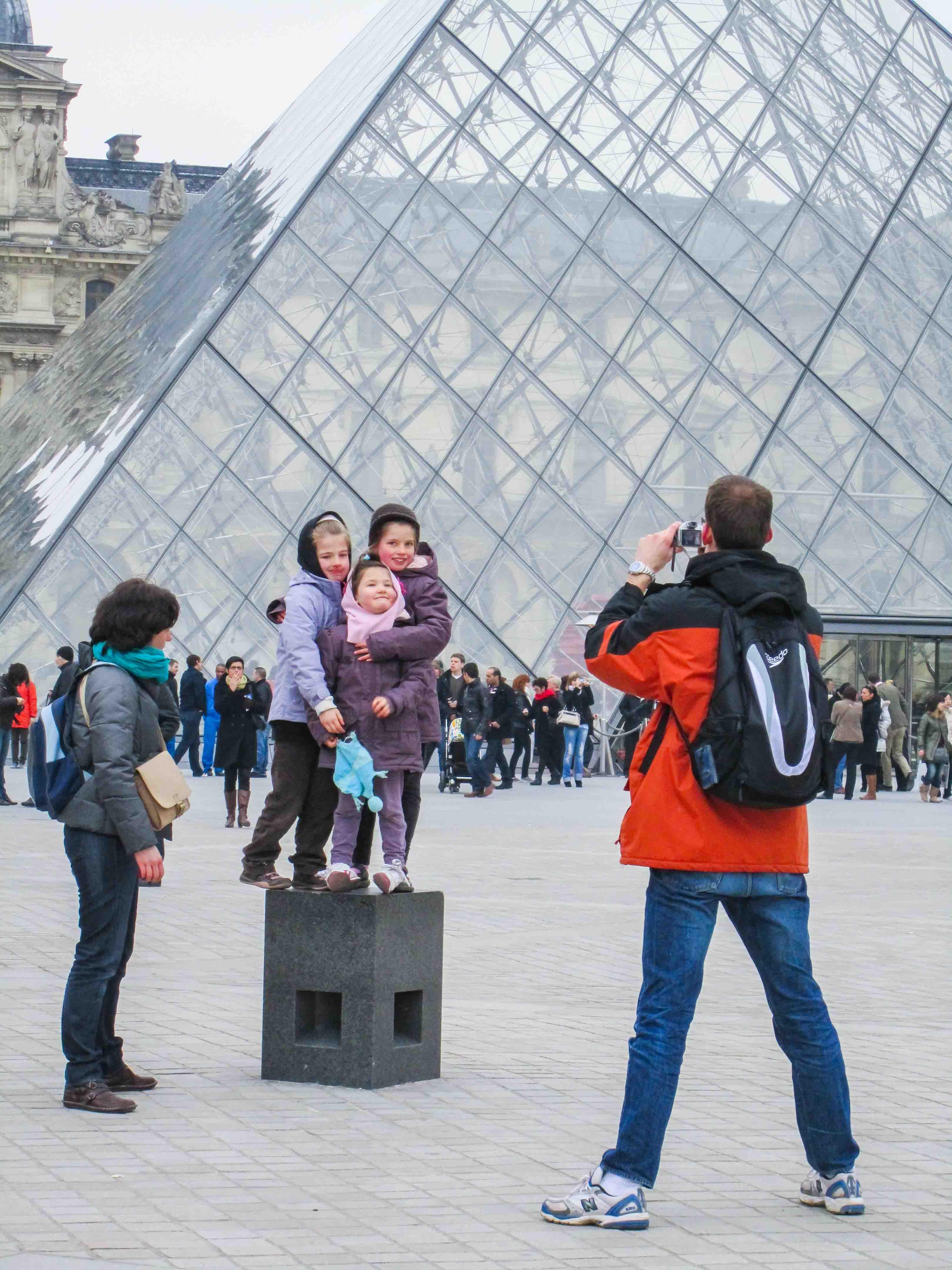【フランス旅行】パリ ルーブル美術館前の撮影スポット