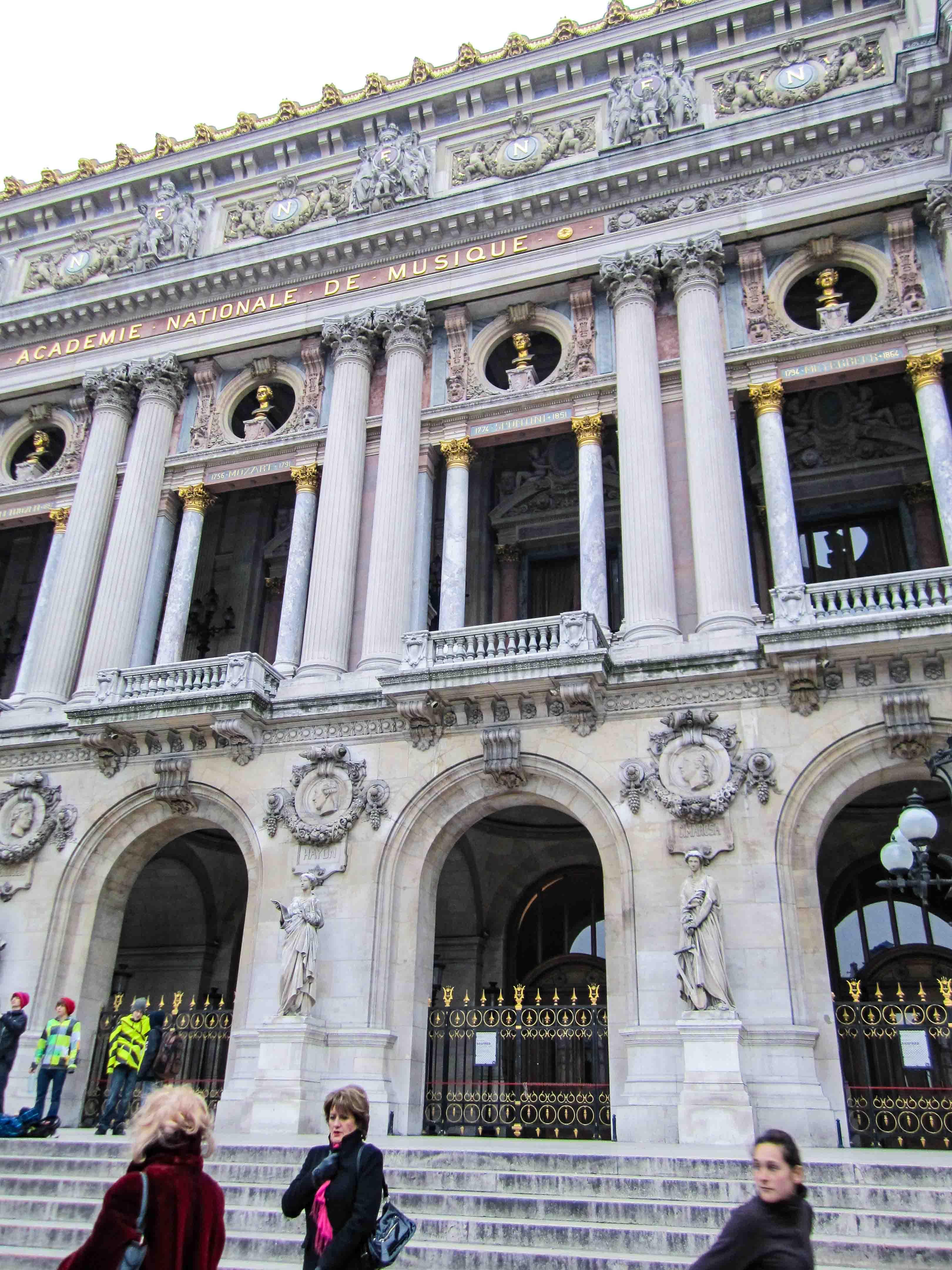 【フランス旅行】パリ オペラ座 ガルニエ宮に近寄る